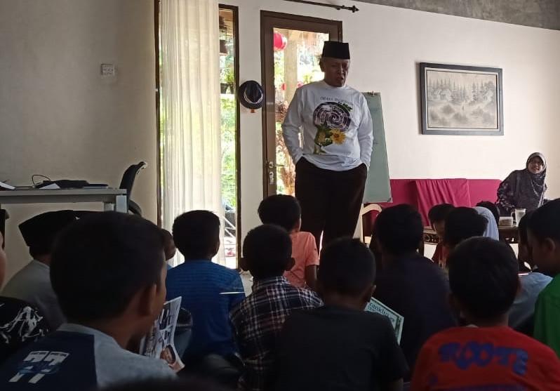 kh muhaimin mengajar samin odesa