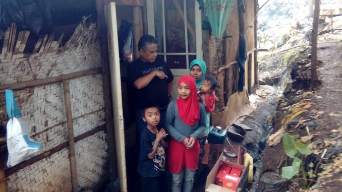 Lela Zumila dan Keluarganya di Gubuk Reyot