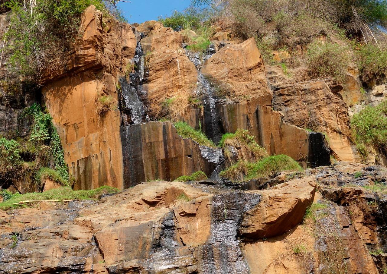 Di balik keindahan Curug Batu Templet Masih Ada Problem Tinja